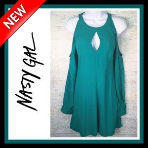 👗🆕 Nasty Gal Cold-Shoulder Dress